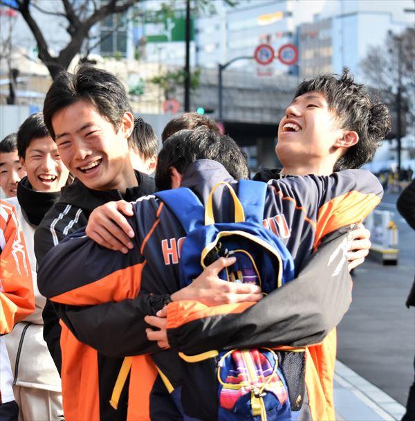 hug R